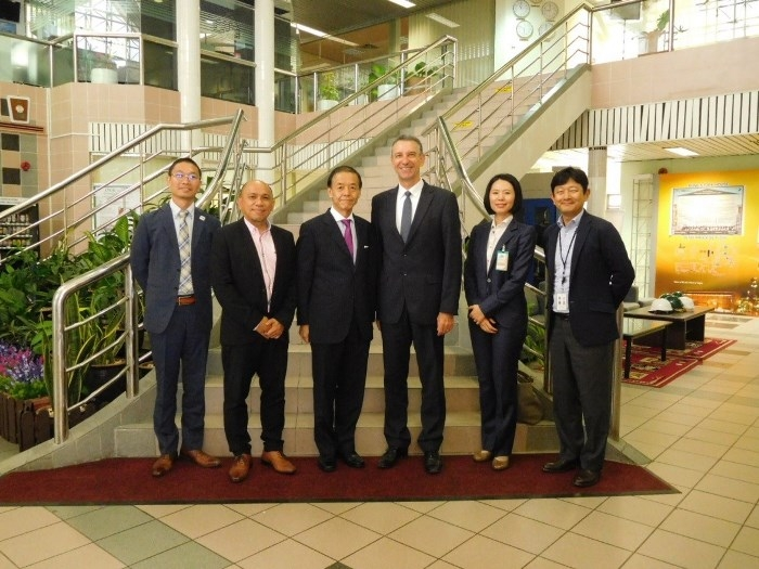 H E  Ambassador Kato's visit to Japan-related companies : Embassy of